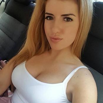 seksdate met Behana